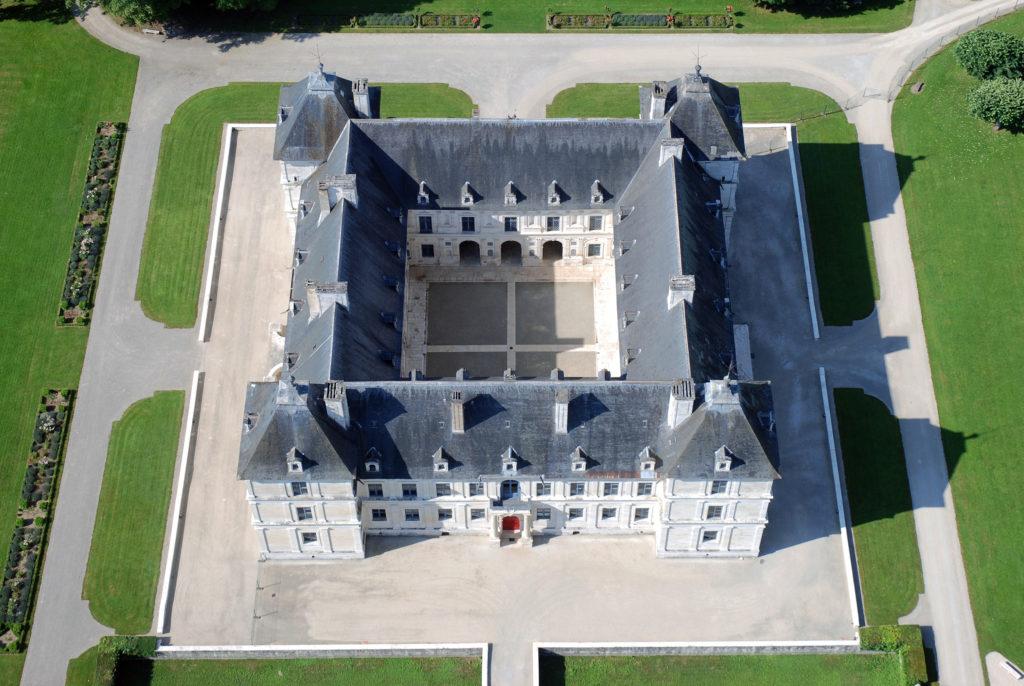architecture Renaissance Serlion en Château d'Ancy le Franc palais Renaissance