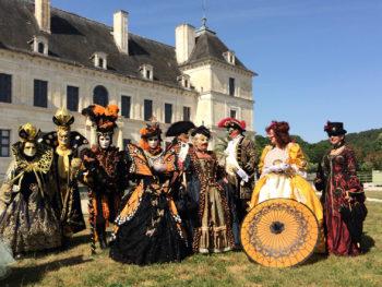 défilés Vénitiens costumes du carnaval de venise au Château d'Ancy le Franc