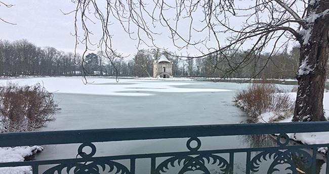 Château d'Ancy le Franc parc et jardins sous la neige folie
