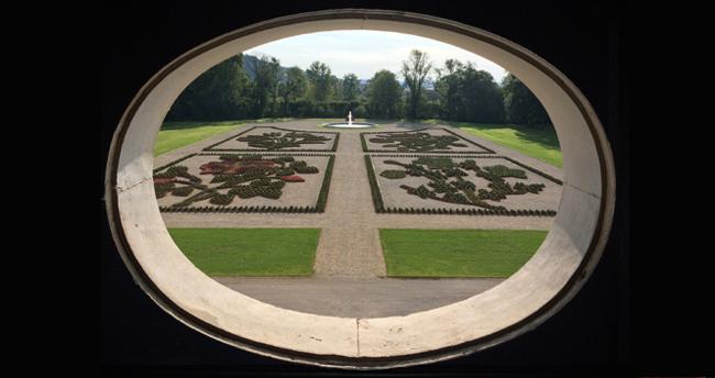 nouveau parterre est château d'Ancy le Franc bourgogne jardin parc