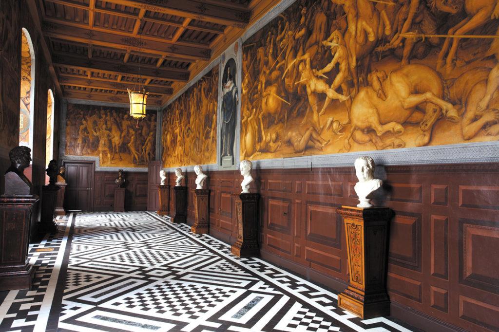 decor renaissance histoire chateau visites en bourgogne chateau d'Ancy le Franc