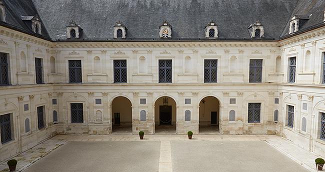 cour d'honneur Château d'Ancy le Franc