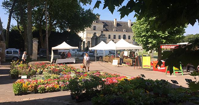 marché chateau d'Ancy le Franc