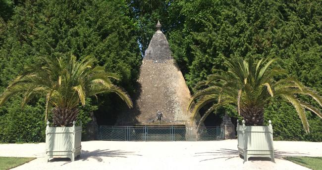 pyramide chateau d'Ancy le Franc