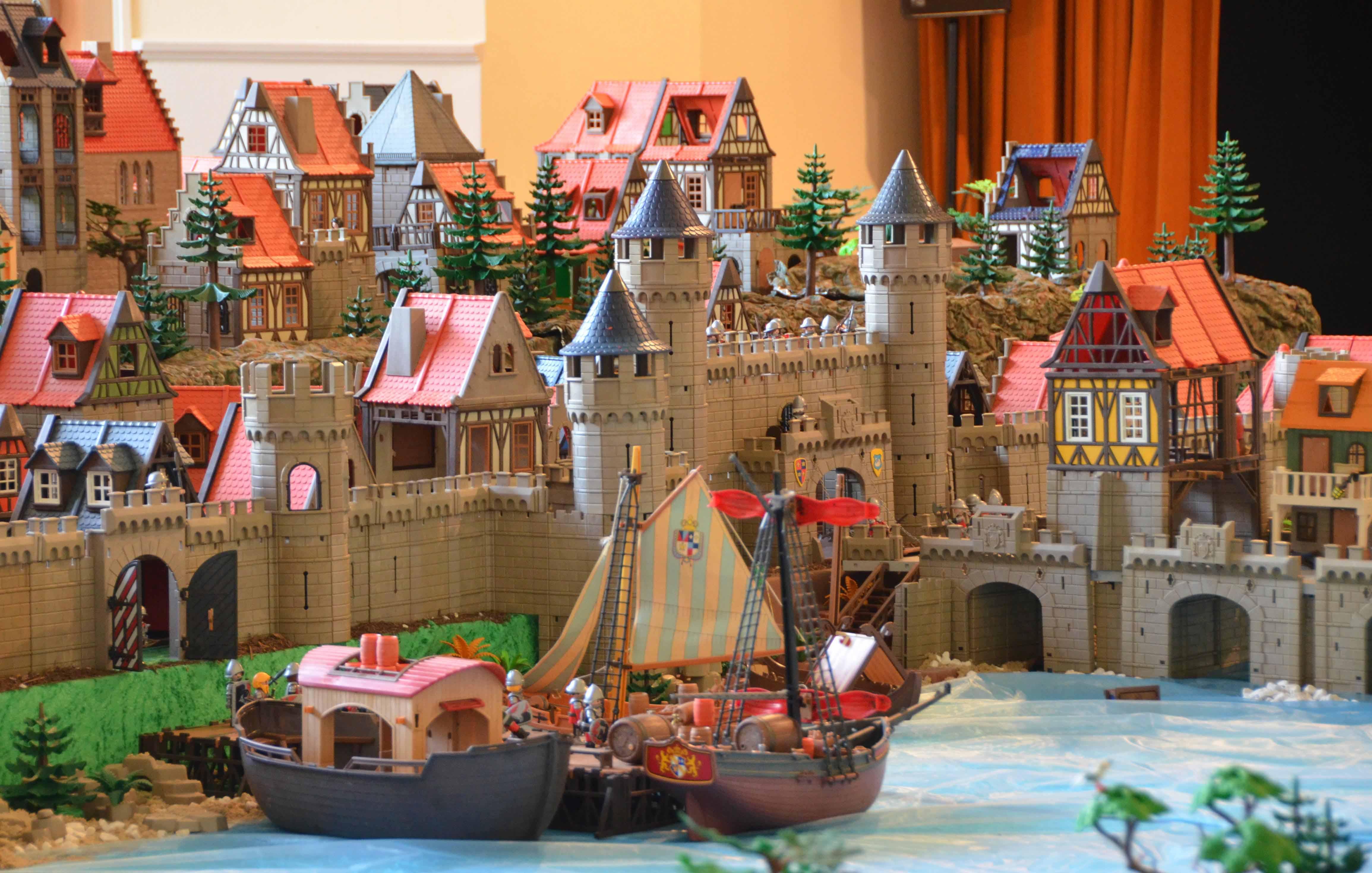 Exposition Playmobil Pour La Toussaint Au Chateau Du0027ancy Le Franc Bourgogne  Vacances Sortie Pour ...