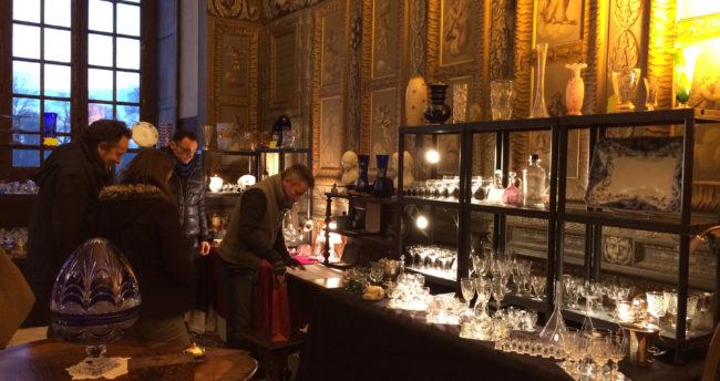 antiquités au chateau d'Ancy le Franc bourgogne brocante