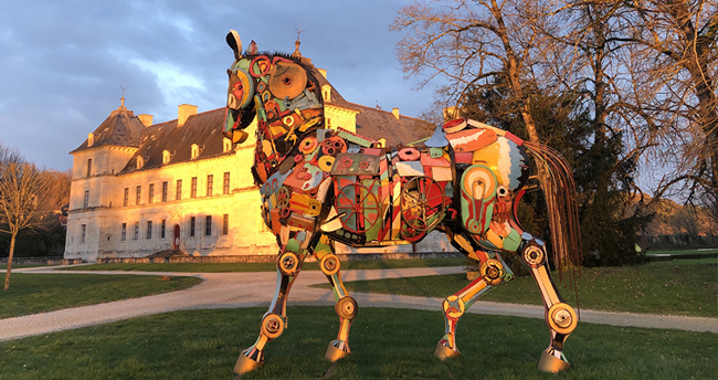 cheval sculpture art exposition inside outside sortie visite chateau ancy le franc bourgogne